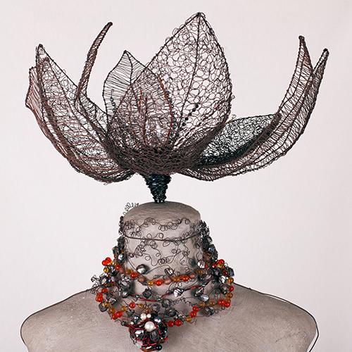 Torso mujer libélula